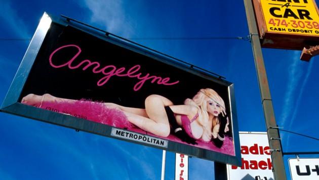 Angelyne-Plakat in Los Angeles (Bild: ASK / Visum / picturedesk.com)