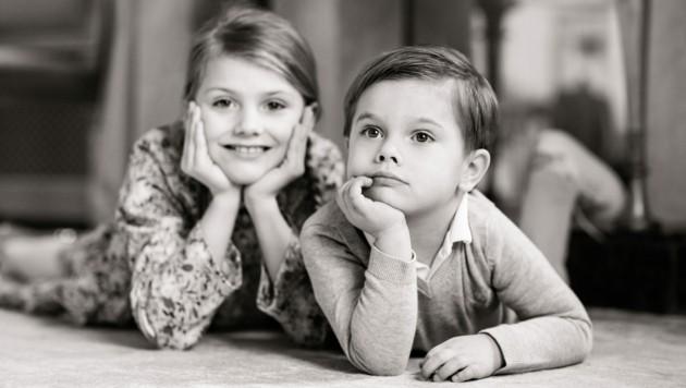 Prinz Oscar posierte mit seiner Schwester Prinzessin Estelle für Fotos, die zu seinem 4. Geburtstag vom schwedischen Königshaus veröffentlicht wurden. (Bild: Linda Broström, The Royal Court of Sweden)