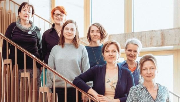 Sieben von 27 Vertreterinnen des Bündnis 0803: Gertraud Kornberger, Christine Hirtl, Elke Kern, Lisa Horvath, Stadträtin Judith Schwentner, Lisa Rücker und Iris Laufenberg (v. li.). (Bild: Lex-Karelly)