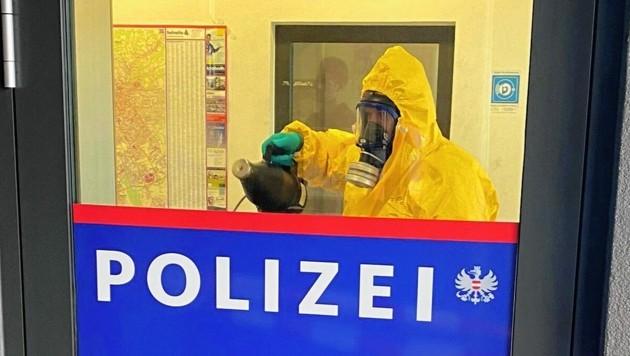 Corona-Alarm herrschte am Montag bei der Polizei in Graz-Jakomini. (Bild: ServusTV)