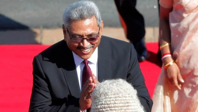 Sri Lankas Präsident Gotabhaya Rajapaksa hat das Parlament des Landes aufgelöst und eine Neuwahl angesetzt. (Bild: AP)