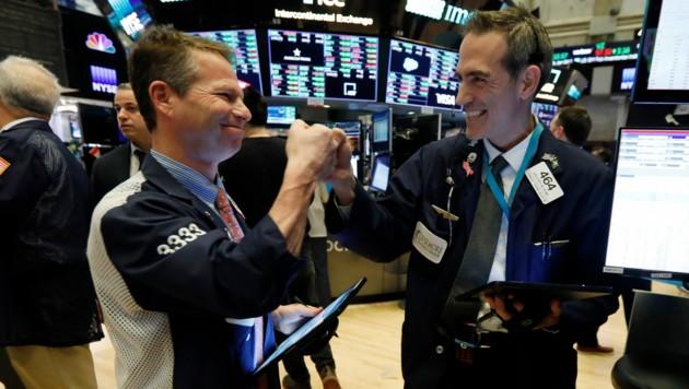 Der Dow Jones erzielt am Montag einen Rekord-Punktgewinn mit dem prozentuell stärksten Plus seit dem Dezember 2018. (Bild: AP)