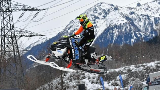 Lokalmatador Elias Bacher beim Snowcross-Heimevent in Neukirchen (Bild: Harald Bacher)