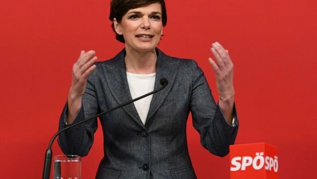 SPÖ-Chefin Pamela Rendi-Wagner will es wissen. (Bild: APA/Helmut Fohringer)