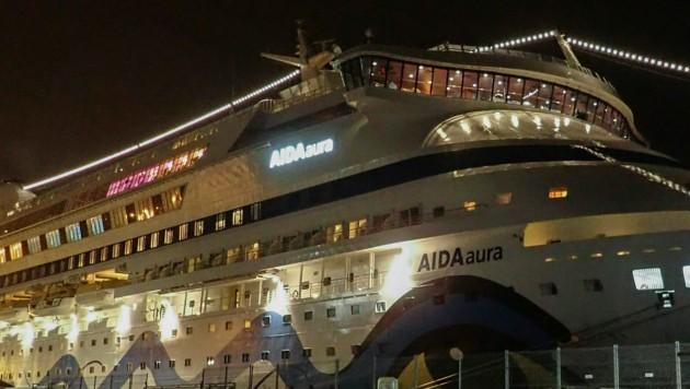 Die Aida Aura saß in Haugesund in Norwegen fest - an Bord auch elf Österreicher. (Bild: AP)