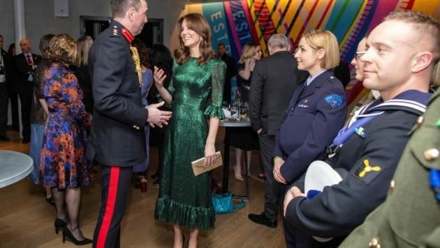 Mit ihrem tannengrünen Designer-Kleid war Herzogin Kate ein echter Hingucker. (Bild: AFP)