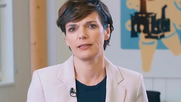 In einem Facebook-Video wirbt Rendi-Wagner wirbt um die Teilnahme an der Mitgliederbefragung - und eigenen Verbleib an der Parteispitze. (Bild: facebook.com/pamela.rendi.wagner)