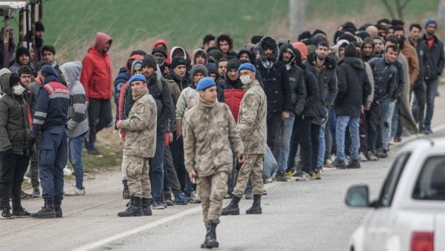Eine Szene an der türkisch-griechischen Grenze (Bild: AFP)