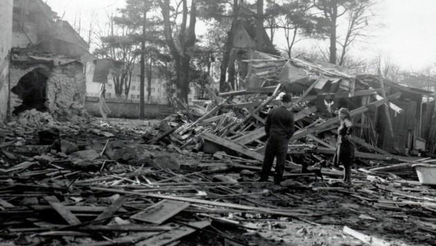 Trümmer, Ruinen, Schutt und Asche - das ist es, was der Zweite Weltkrieg hinterließ. Nach Kriegsende begannen die Überlebenden, mit den wenigen vorhandenen Ressourcen ihre Städte wieder aufzubauen. (Bild: TAÖ/AAvK)