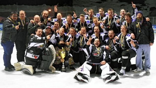 Da ist der Pokal! Tarco Klagenfurt holte in Virgen den Titel. (Bild: F. Pessentheiner)