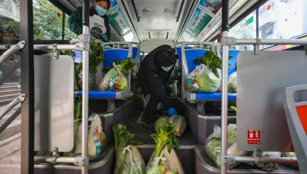 Für die Bewohner von Wuhan wird frisches Gemüse geliefert. (Bild: AFP)