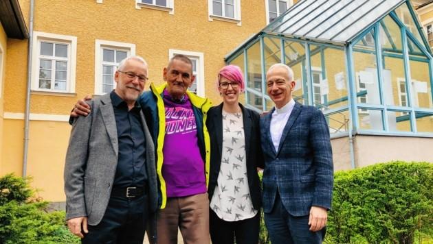 Bischof Josef Marketz (li.) forderte bereits als Caritas-Direktor eine neue Ausrichtung des Eggerheims in Klagenfurt. Jetzt soll das Angebot verbessert werden. (Bild: Rosenzopf Christian)