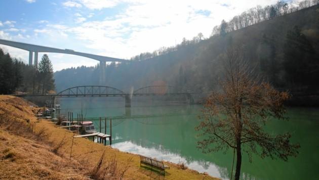 """Die historische Lippitzbachbrücke mit ihrer """"großen Schwester"""" und Ablöse im Hintergrund. (Bild: Evelyn HronekKamerawerk)"""