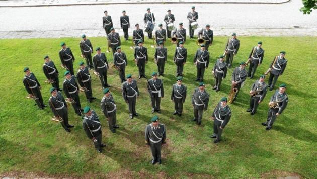 Kapellmeister Pranter und seine Kärntner Militärmusiker proben fleißig für die Auftritte im Konzerthaus und Stadion. (Bild: Militärmusik Kärnten)