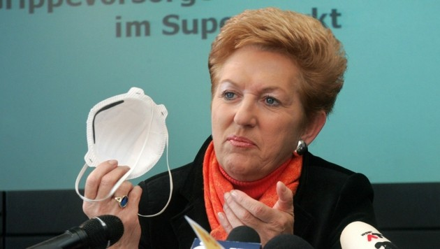 "Maria Rauch-Kallat präsentierte 2006 die ""Grippeschutzmasken-Aktion"". (Bild: APA/HERBERT PFARRHOFER)"