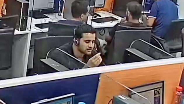 Der britische Hacker beobachtete die Betrüger bei ihrer täglichen Arbeit in einem Hinterzimmer-Callcenter in Indien. (Bild: YouTube.com/Jim Browning)