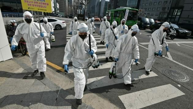 Auch im südkoreanischen Seoul wird großflächig desinfiziert. (Bild: AFP)