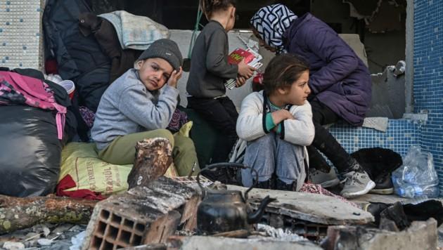 KInder in einem griechischen Flüchtlingslager (Archivbild) (Bild: AFP)