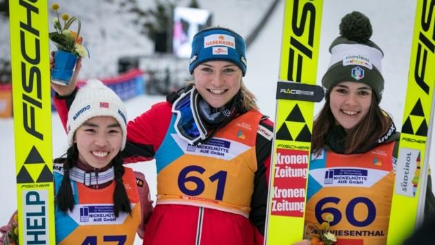 Sara Marita Kramer (Mitte) ging als Favoritin an den Start, holte dann auch Junioren-WM-Gold. (Bild: STUDIO2 MEDIA)