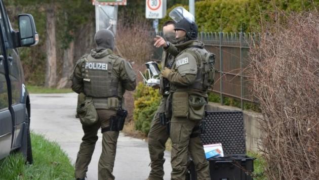 Die Cobra stürmte ein Haus in Tattendorf. (Bild: Thomas Lenger/monatsrevue.at)