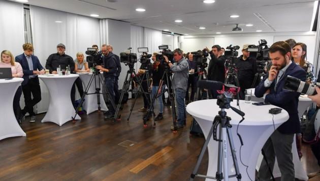 Großer Andrang bei der Corona-Pressekonferenz in Linz (Bild: Dostal Harald)