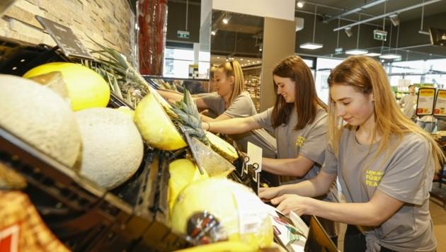Die 18 Jugendlichen tragen die Verantwortung über alle Bestellungen sowie Lieferungen. (Bild: Tschepp Markus)