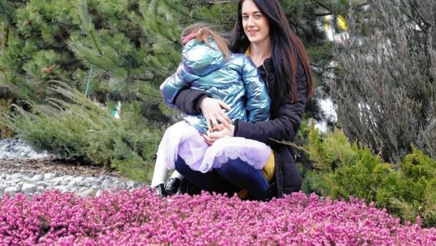 Stefanie Preyer-Kuen mit ihrer Tochter, die für sie die Welt bedeutet. (Bild: Christof Birbaumer / Kronenzeitung)