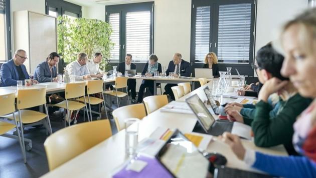 Ernstfall: Bis zu 30 Personen nehmen täglich an den Sitzungen des Krisenstabs teil. (Bild: PID/Markus Wache)