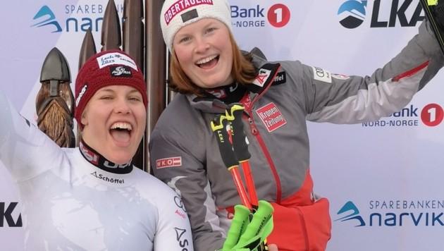 Grenzenloser Jubel: Dank der versilberten Lisa Grill (re.) und Magdalena Egger (Vlbg./li.) gab es bei den Damen sogar einen ÖSV-Doppelsieg in Narvik. (Bild: Österreichischer Skiverband)