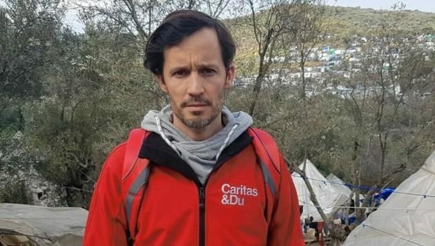 Klaus Schwertner im völlig überfüllten Flüchtlingslager auf Lesbos (Bild: Caritas)