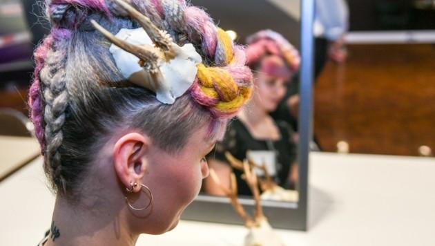 Verspielt bunt: Für das erste und zweite Lehrjahr waren alle Haarfarben erlaubt. (Bild: zeitungsfoto.at)