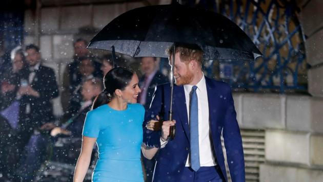 """Herzogin Meghan und Prinz Harry bei der Ankunft bei den """"Endeavour Fund Awards"""" in London (Bild: APA/AP Photo/Kirsty Wigglesworth)"""