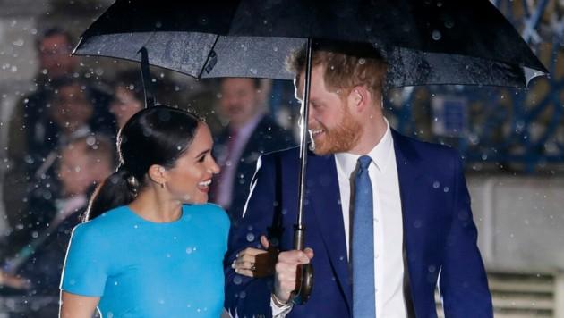 """Herzogin Meghan und Prinz Harry auf dem Weg zu den """"Endeavour Fund Awards"""" in London (Bild: APA/AP Photo/Kirsty Wigglesworth)"""