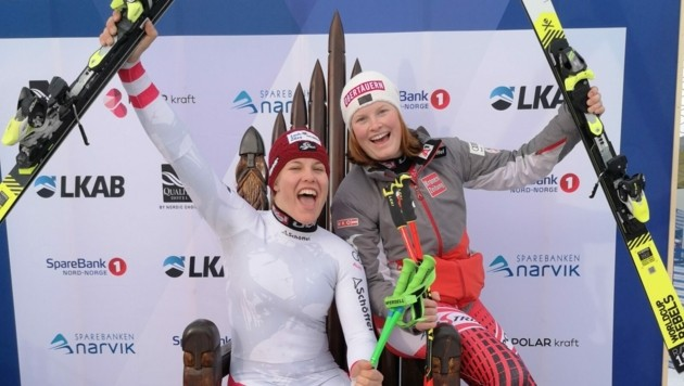 Magdalena Egger (li.) führt nach dem Kombi-Super-G vier Hundertstelsekunden vor ihrer Salzburger ÖSV-Teamkollegin Lisa Grill. (Bild: www.narvik2020.no)