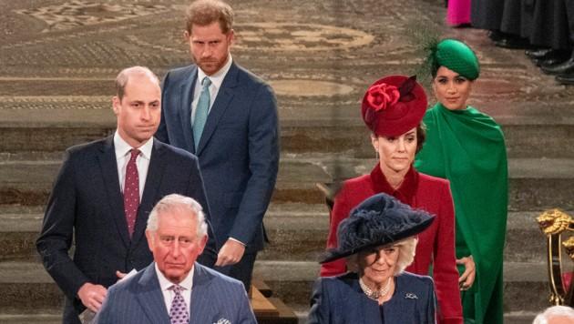 Prinz Charles und Herzogin Camilla, Prinz William und Herzogin Kate sowie Prinz Harry und Herzogin Meghan anch dem Gottesdienst anlässlich des Commonwealth-Tages in der Westminster Abbey. (Bild: Photo by Phil Harris / POOL / AFP)