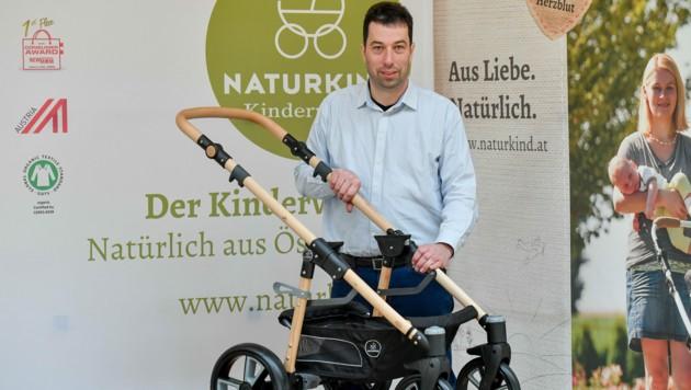 """""""Nachhaltigkeit ist rund um das Baby das große Thema"""", sagt Peter Doppler. Mehr als 2000 Kinderwägen stellt Naturkind pro Jahr her. (Bild: Harald Dostal)"""