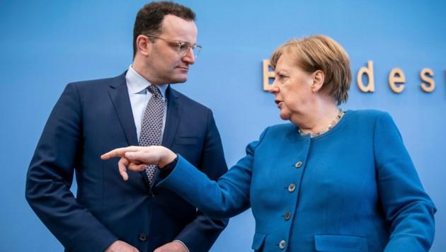 Deutschlands Kanzlerin Angela Merkel und Gesundheitsminister Jens Spahn