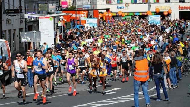 Der Salzburg Marathon zieht auch heuer wieder die Läufermassen an (Bild: ANDREAS TROESTER)