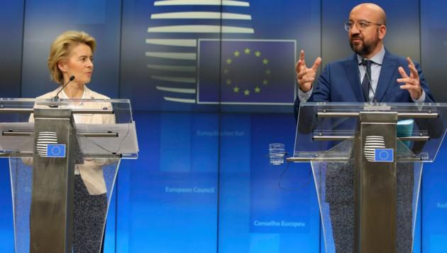 EU-Kommissionspräsidentin Ursula von der Leyen und EU-Ratspräsident Charles Michel (Bild: AP)