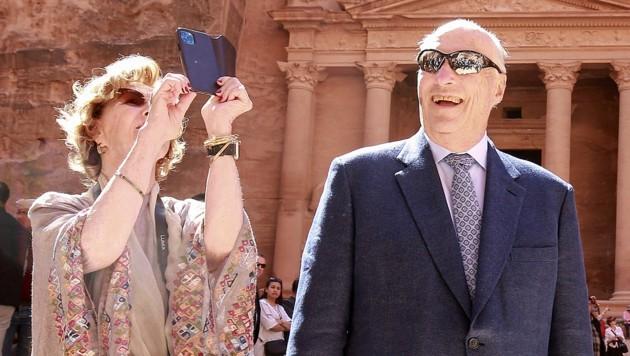 König Harald V. und Königin Sonja während ihres Jordanien-Aufenthaltes am 4. März (Bild: AFP/Khahil Mazraawi)