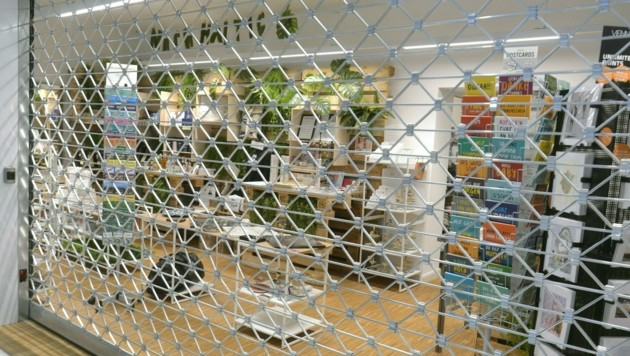 Ein geschlossenes Geschäft in Wien (Bild: APA/HERBERT PFARRHOFER)