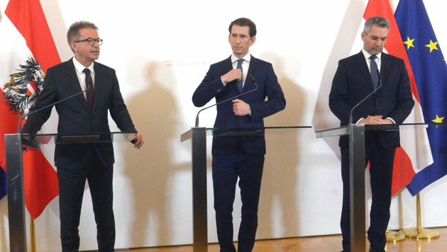 Gesundheitsminister Rudolf Anschober, Bundeskanzler Sebastian Kurz und Innenminister Karl Nehammer (Bild: APA/HERBERT PFARRHOFER)