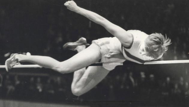 Hallen-EM Wien 1970: Ilona Gusenbauer siegte im Hochsprung mit 1,88 m, was eine neue Hallen-Weltbestleistung bedeutete. Damals gab es ja in der Hallen-Leichtathletik noch keine offiziellen Weltrekorde. (Bild: Kronen Zeitung)