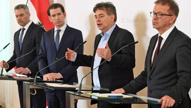 Die Köpfe der Krise: Innenminister Karl Nehammer, Bundeskanzler Sebastian Kurz (beide ÖVP), Vizekanzler Werner Kogler, Gesundheitsminister Rudolf Anschober (beide Grüne, v.l.) (Bild: APA/HELMUT FOHRINGER)