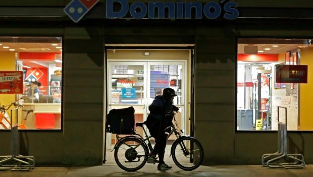 Die Menschen greifen nun auf Essenszusteller zurück. (Bild: AP)