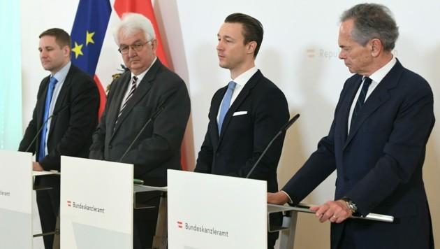 OeNB-Vize-Gouverneur Gottfried Haber, Nationalbank-Gouverneur Robert Holzmann, Finanzminister Gernot Blümel (ÖVP) und der Obmann der Bankensparte Andreas Treichl (Bild: APA/HELMUT FOHRINGER)