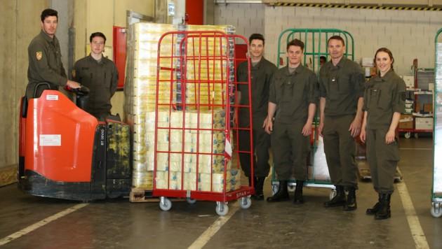 Vorarlbergs Heeressportler sind dieser Tage im Assistenzeinsatz, um die Lebensmittelversorgung zu sichern. (Bild: Maurice Shourot)