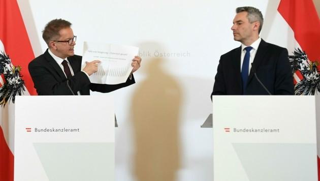 Gesundheitsminister Rudolf Anschober (Grüne) und Innenminister Karl Nehammer (ÖVP) (Bild: APA/HELMUT FOHRINGER)