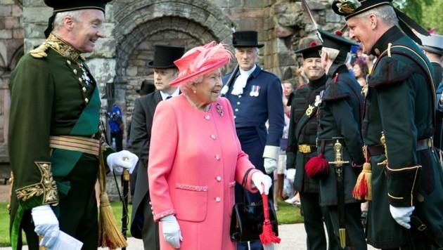 Die Gartenparty der Queen im Vorjahr im Palace of Holyroodhouse in Edinburgh. (Bild: AFP)