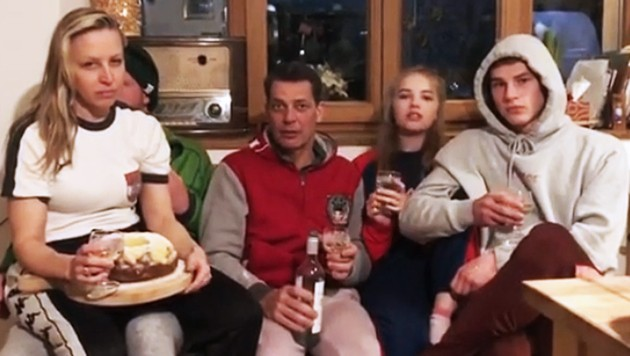 Nina Proll und Gregor Bloeb reagieren mit Humor auf die Coronavirus-Krise. (Bild: instagram.com, krone.at-Grafik)